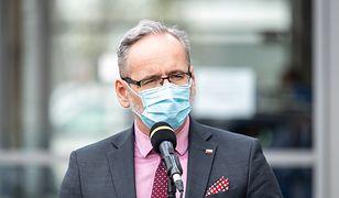 Minister Niedzielski: Średnia zakażeń niższa niż przed III falą