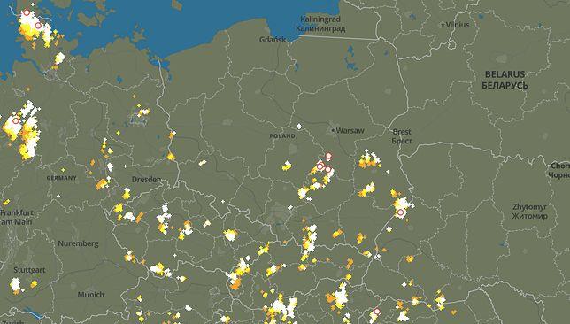 Pogoda. W tych miejscach już pojawiły się burze w środę po południu. Idą z południa na północ