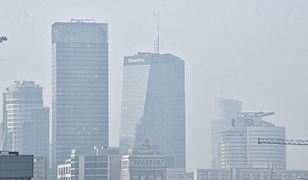 Warszawa. Zła jakość powietrza w Śródmieściu. Zaleca się pozostanie w domach