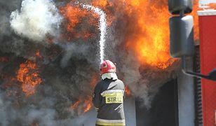 Warszawa. Pożar drewnianego budynku naBiałołęce. Nikt nie ucierpiał