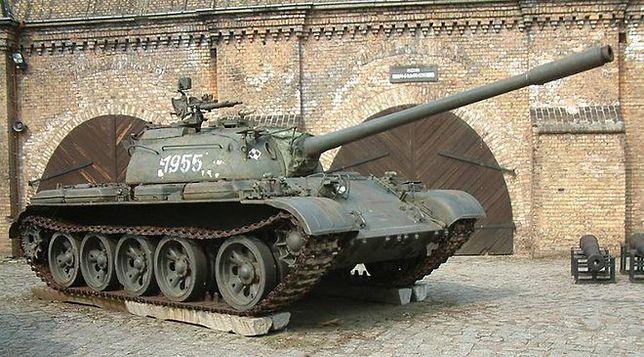 Pokazy wojskowe i malowanie czołgu w związku ze szczytem NATO