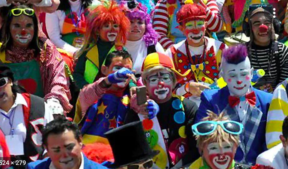 Warszawa. Inwazja Klaunów na Pradze. Wydarzenie ma promować cyrk bez zwierząt - sztukę rozrywki i zabawy, która nie niesie cierpienia, przynosi uśmiech i potrafi zabawnie komentować rzeczywistość
