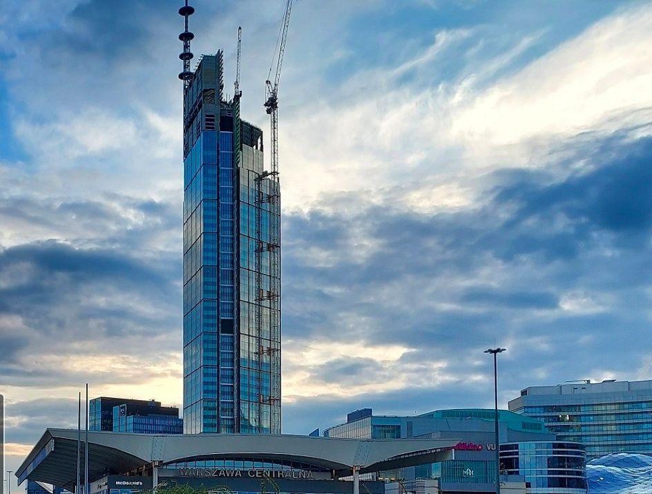 Warszawa. Sąsiedztwo Varso Tover nadal czeka na zabudowę. Jednak nadal nie ma jasnej koncepcji architektonicznego kształtu tego obszaru stolicy