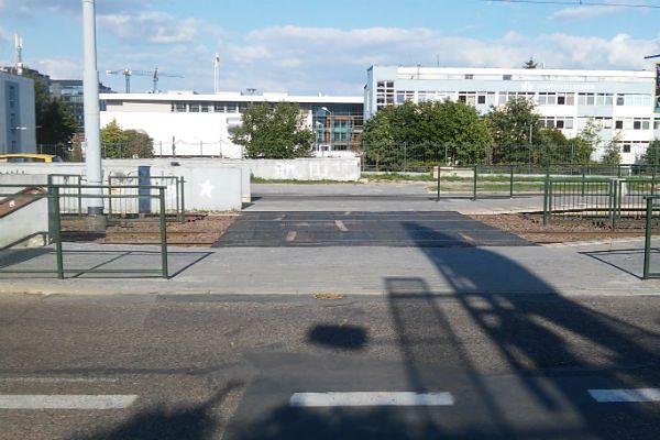 Na ul. Stwosza powstaje naziemne przejście. Czy będzie bezpieczne?