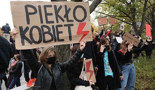 Strajk kobiet. Co oznaczają symbole towarzyszące protestom?