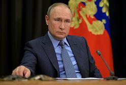 """Rosja. Władimir Putin grozi """"wybijaniem zębów"""""""