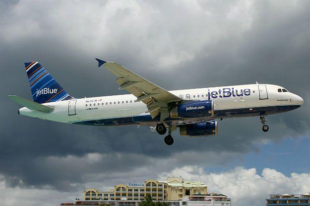 Awaryjne lądowanie samolotu JetBlue. Przez silne turbulencje 24 osoby trafiły do szpitala