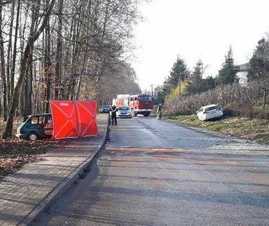 Do czołowego zderzenia aut doszło w miejscowości Sporniak