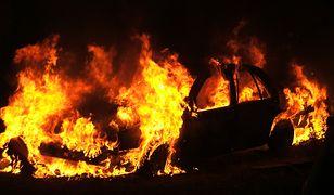 W lesie pod Namysłowem doszczętnie spłonął volkswagen z dwiema osobami w środku (zdj. ilustracyjne)