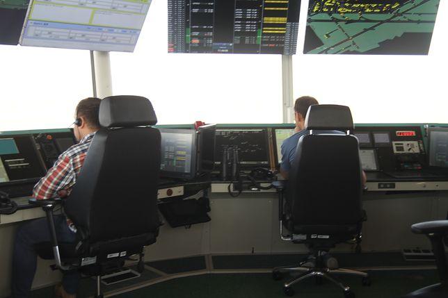 Protest kontrolerów lotu na Okęciu. Sprawa ma drugie dno