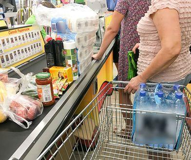 Tak Polacy oszukują w dyskontach. Pracownica sklepu zdradza ich sposoby na wynoszenie towaru