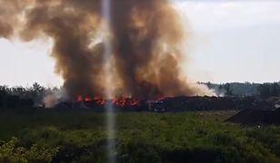 Strażacy walczą z pożarem od kilku godzin
