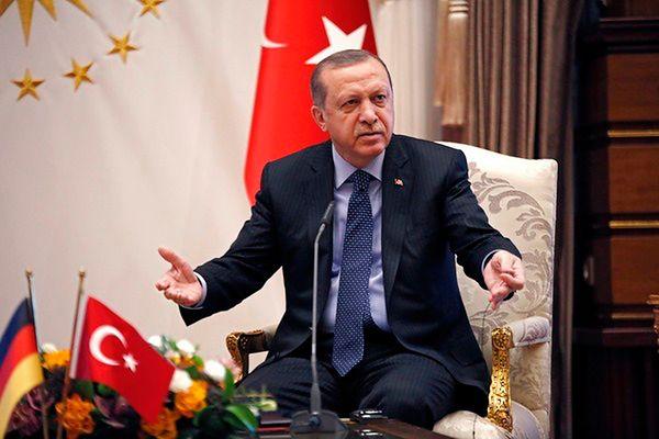 Masowe zwolnienia urzędników w Turcji