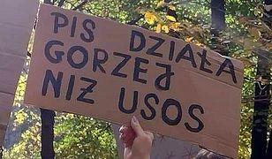 Kreatywność protestujących nie zna granic. Hasła na transparentach to kopalnia złota