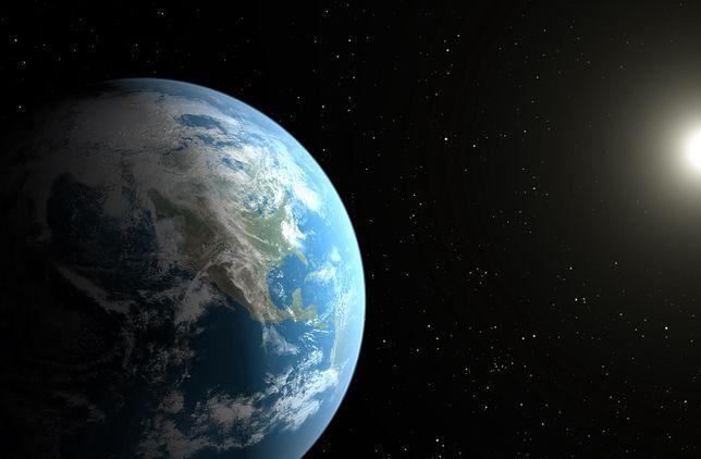 Ziemia, inne planety i Słońce krążą wokół jednego punku w Układzie Słonecznym