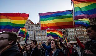 """Aktywiści LGBT krytykują Andrzeja Dudę. """"To niebywała hipokryzja"""""""