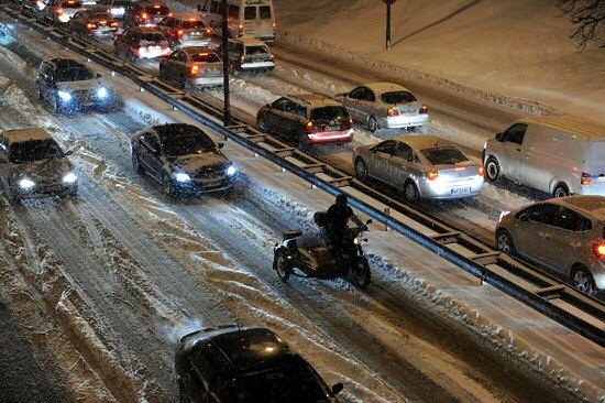 Zima nie odpuszcza - na drogach robi się niebezpiecznie