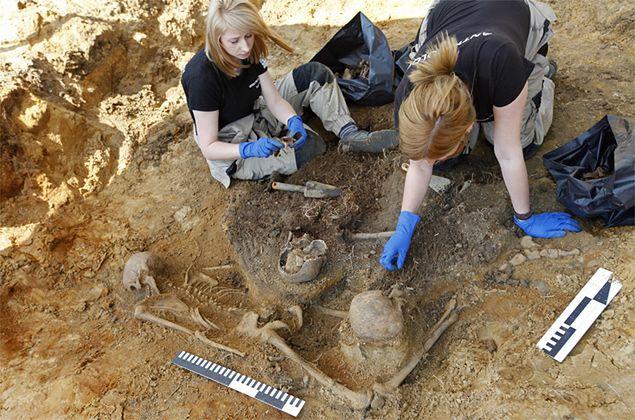 Prace poszukiwawcze szczątków ofiar zbrodni UB, prowadzone na terenie Aresztu Śledczego w Białymstoku. 7 maja odkryto szczątki dwóch kobiet, ok. 10-letniego dziecka i noworodka