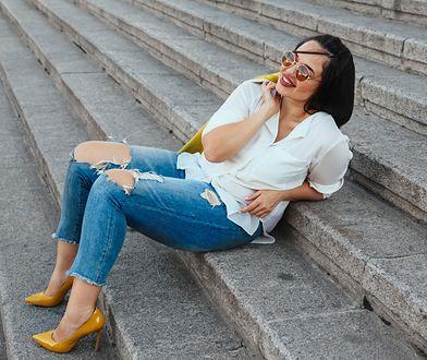 Jeansy dla kobiet plus size. Hity, inspiracje i porady