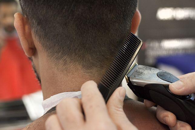 Strzyżenie męskie w domu. Mając maszynkę możesz zamienić się w barbera.