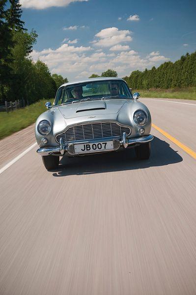2,6 mln funtów za słynnego Astona Martina - zdjęcia