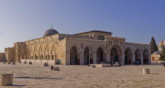 Meczet Al Aksa to jedna z najważniejszych świątyń muzułmańskich na świecie, znajduje się w Jerozolimie na Wzgórzu Świątynnym
