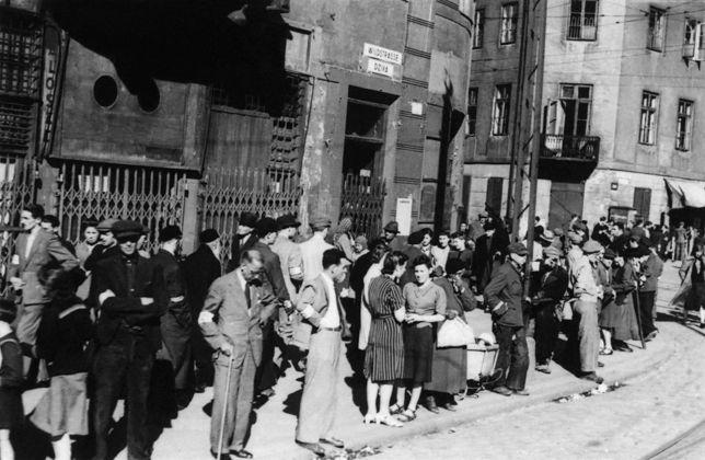 """Historyk Ewa Kurek pisała m.in., że Żydzi w getcie warszawskim """"bawili się"""""""