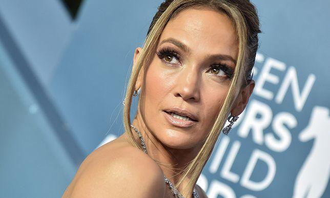 Jennifer Lopez postawiła na nietypowy strój.
