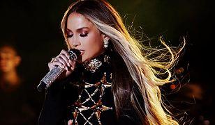 Jennifer Lopez znowu przesuwa granicę dobrego smaku