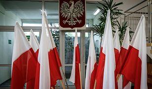 Flaga i godło narodowe Polski