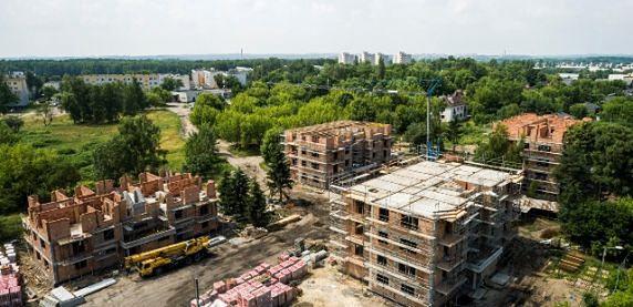 Sosnowiec. Przy ulicy Traugutta powstają nowe bloki z mieszkaniami komunalnymi.