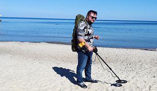 """Przeszukałem plażę z wykrywaczem metalu. Ciężkie czasy dla """"poszukiwaczy skarbów"""""""