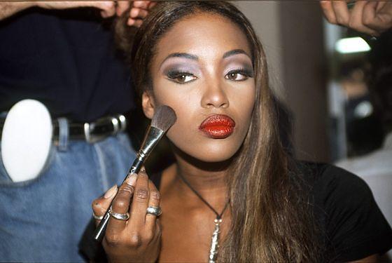 Trendy w makijażu lat 90.