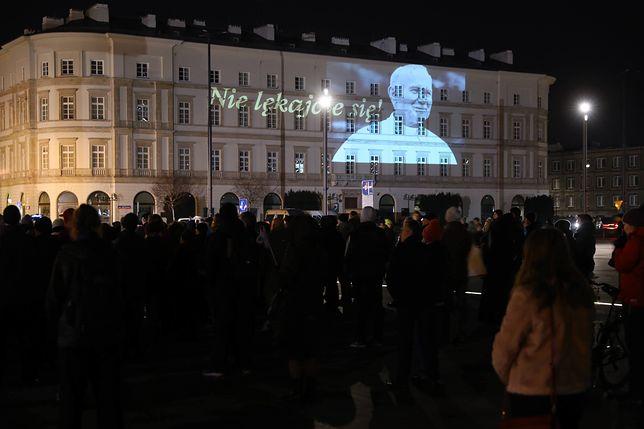 Polacy upamiętniają rocznicę śmierci Jana Pawła II. Czuwania w całej Polsce