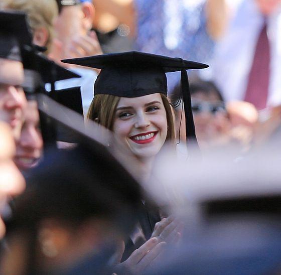 Emma Watson - w todze także jej do twarzy