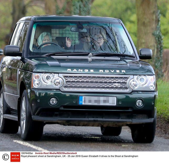 Królowa Elżbieta II jedzie na polowanie