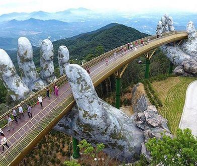 Złoty Most został otwarty w górskim resorcie Ba Na Hills w mieście Da Nang w Wietnamie w czerwcu tego roku i cieszy się ogromną popularnością
