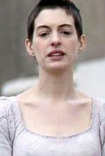 ''Les Miserables'': Anne Hathaway prawie jak chłopiec