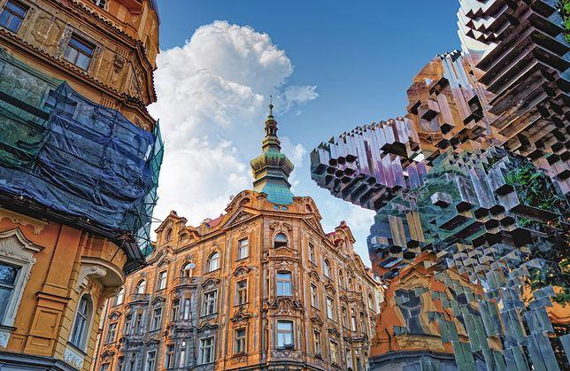 Rzeźby Davida Cernego w Polsce pewnie wywołałyby święte oburzenie