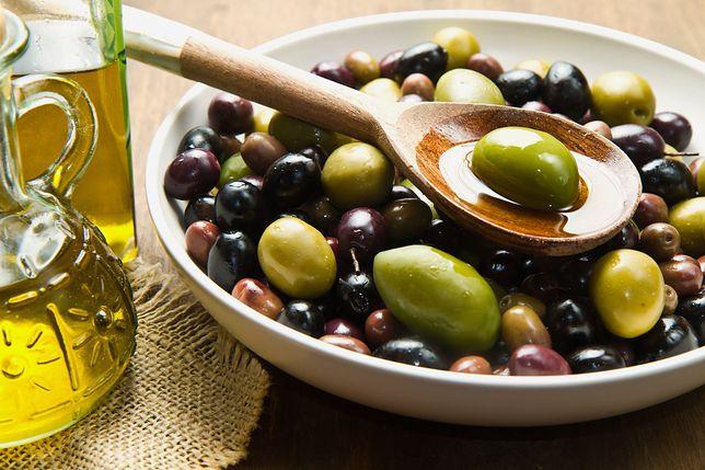 Oliwki to owoce charakterystyczne dla kuchni śródziemnomorskiej. Dopełniają smak wielu potraw, a także wykazują wiele właściwości prozdrowotnych. Przepisy z oliwkami