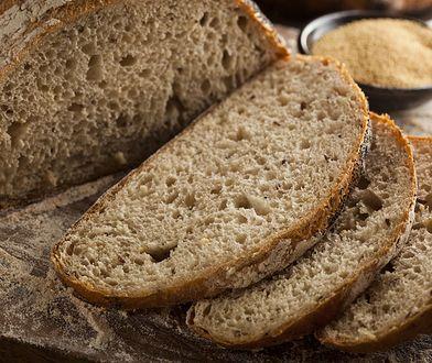 Wypróbuj ten trik. Chleb zachowa świeżość na dłużej