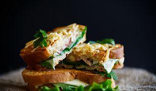 Pomysły na kanapki na ciepło. Gorące, sycące i pyszne