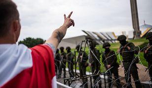 Białoruś. Niezależne media: ambasadorowie Polski i Litwy wyjechali z Mińska, gdzie nadal trwają protesty