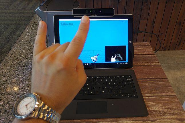 Jak się pokaże komputerowi taki czy owaki gest, to komputer się nie obrazi (jeszcze)