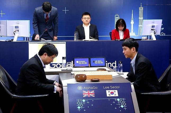 AlphaGo konta Lee Sedol (źródło: gogameguru.com)