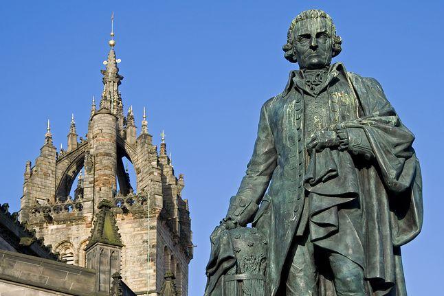 Pomnik Adama Smitha koło katedry St. Giles