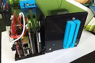 RAID dla mikrokomputerów SBC typu Raspberry Pi - Z prawej stara obudowa z kontrolerem MM-JMB390-2IR