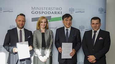 Olga Malinkiewicz i perowskity - a jednak siękręci - Saule Technologies i Hideo Sawada (żródło: Saule Technologies)