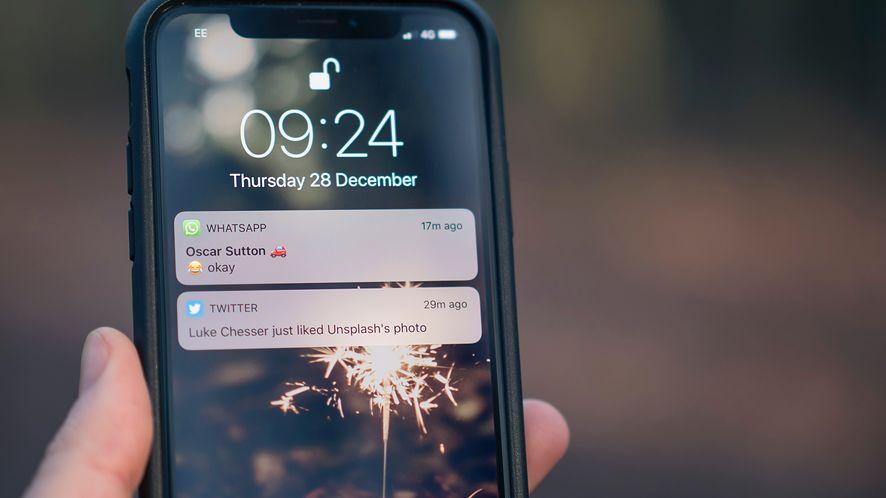 WhatsApp zapewnia o prywatności... wyświetlając spam