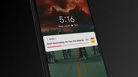 Netflix sam ściągnie odcinki seriali na twój smartfon, a ty ciesz się wakacjami